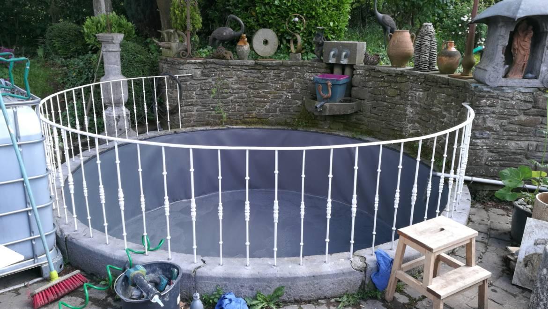 etancheite etang exemple de bassin en bton photojpg epdm bassin gotextile de protection. Black Bedroom Furniture Sets. Home Design Ideas